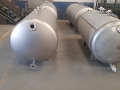 Sandblasting of stainless steel tanks