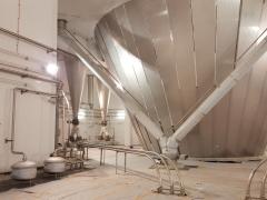 Salle de trémies de séchage pour traitement de produits laitiers