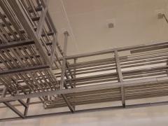 Montage de racks de tuyauteries