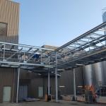 Montaje racks de tuberías exterior planta láctea